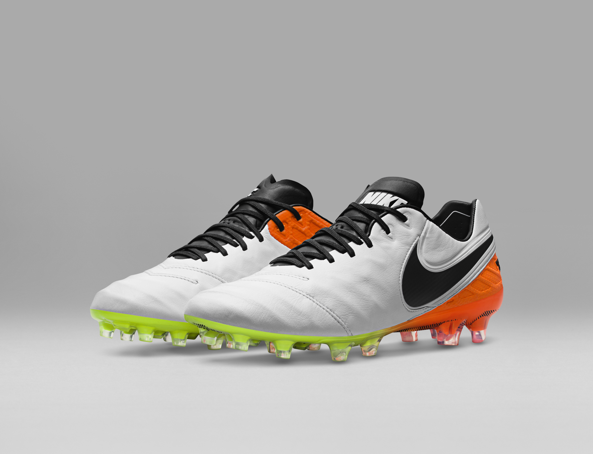 Look primaverile per le nuove scarpe da calcio Nike  presentato il Radiant  Reveal Pack 375b0d70b9e