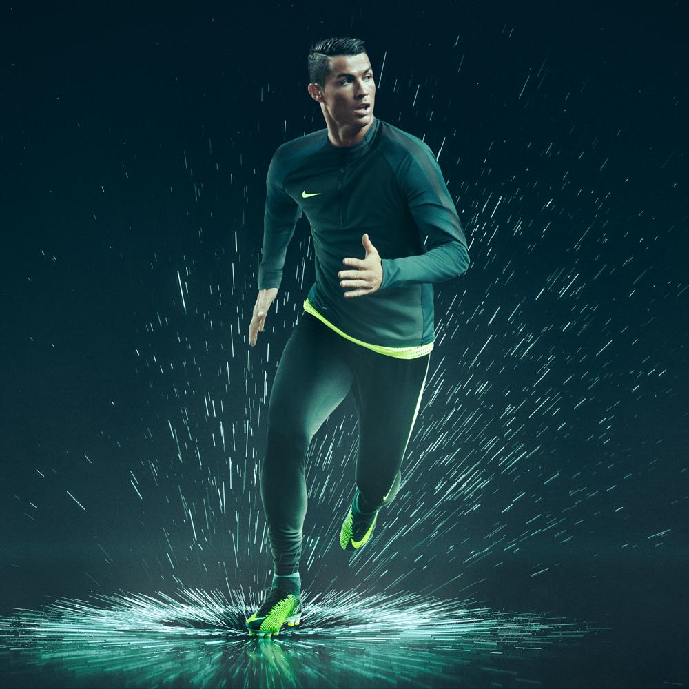13c28c5647f8e Scarpe calcio Nike Cristiano Ronaldo 2016   2017  ecco la nuova ...