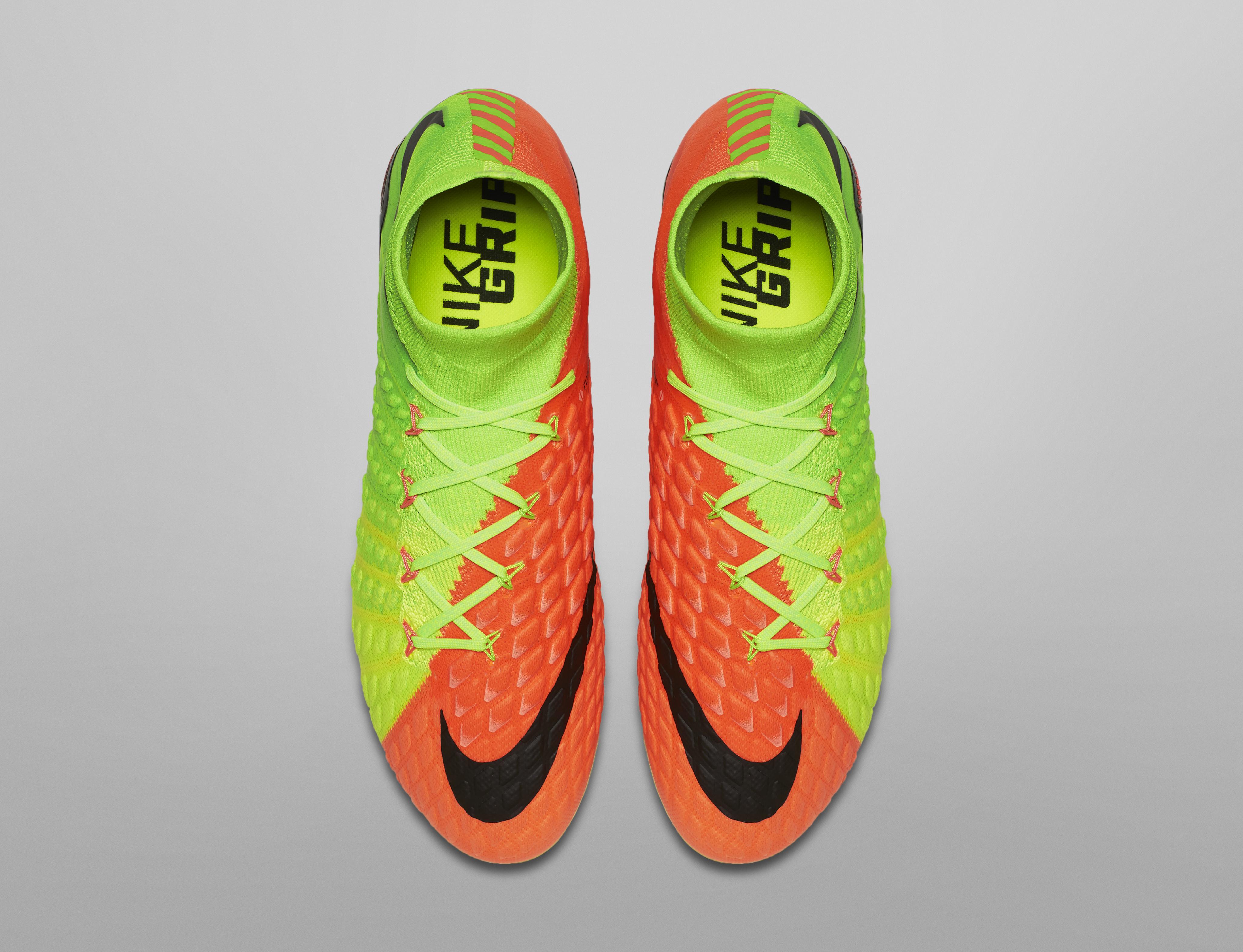 scarpe da calcio collo alto nike