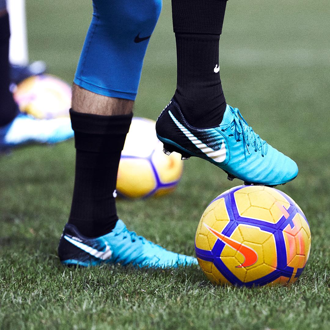 Nike ice and fire doppia colorazione per la nuova - Colorazione pagina calcio ...