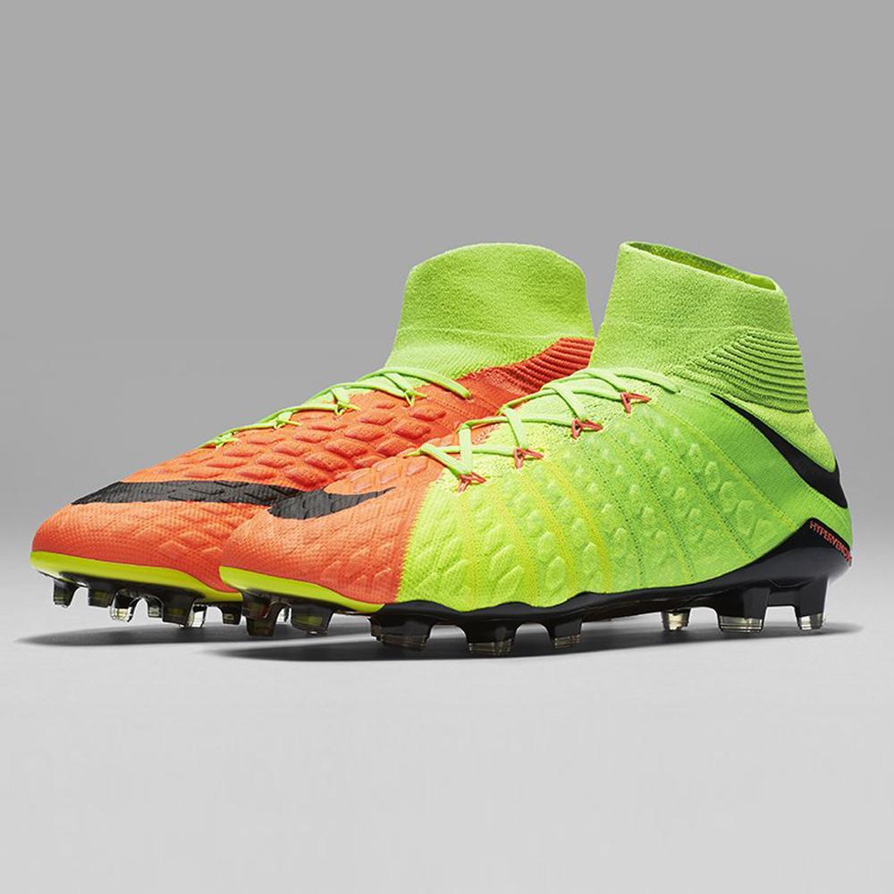Scarpe da calcio Nike 2017: i nuovi colori di febbraio di