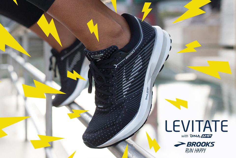 Una grande novità per il brand americano Brooks. Scopri subito le  caratteristiche della nuova scarpa da corsa Brooks Levitate e del nuovo DNA  AMP e corri ... d6228a2db58